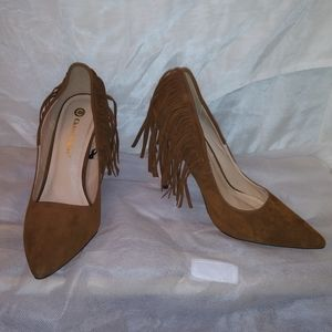 Suede fringed pumps